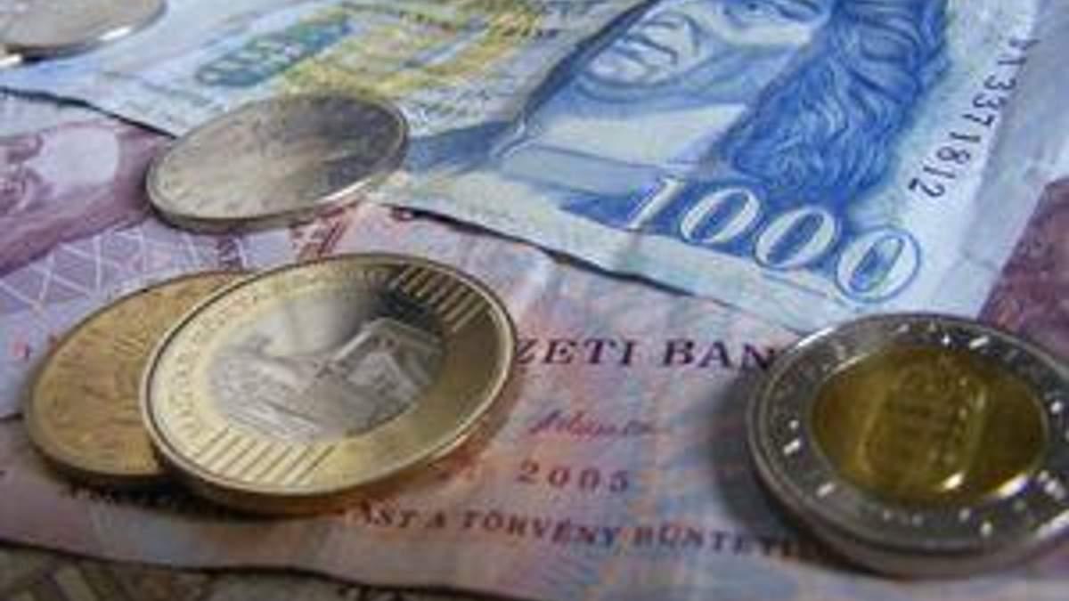 Угорська валюта рекордно подешевшала