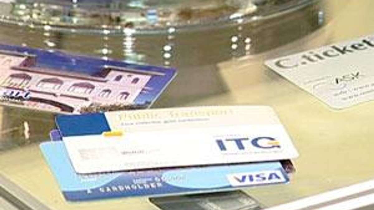 Банківські картки з початку року подорожчали на 9%