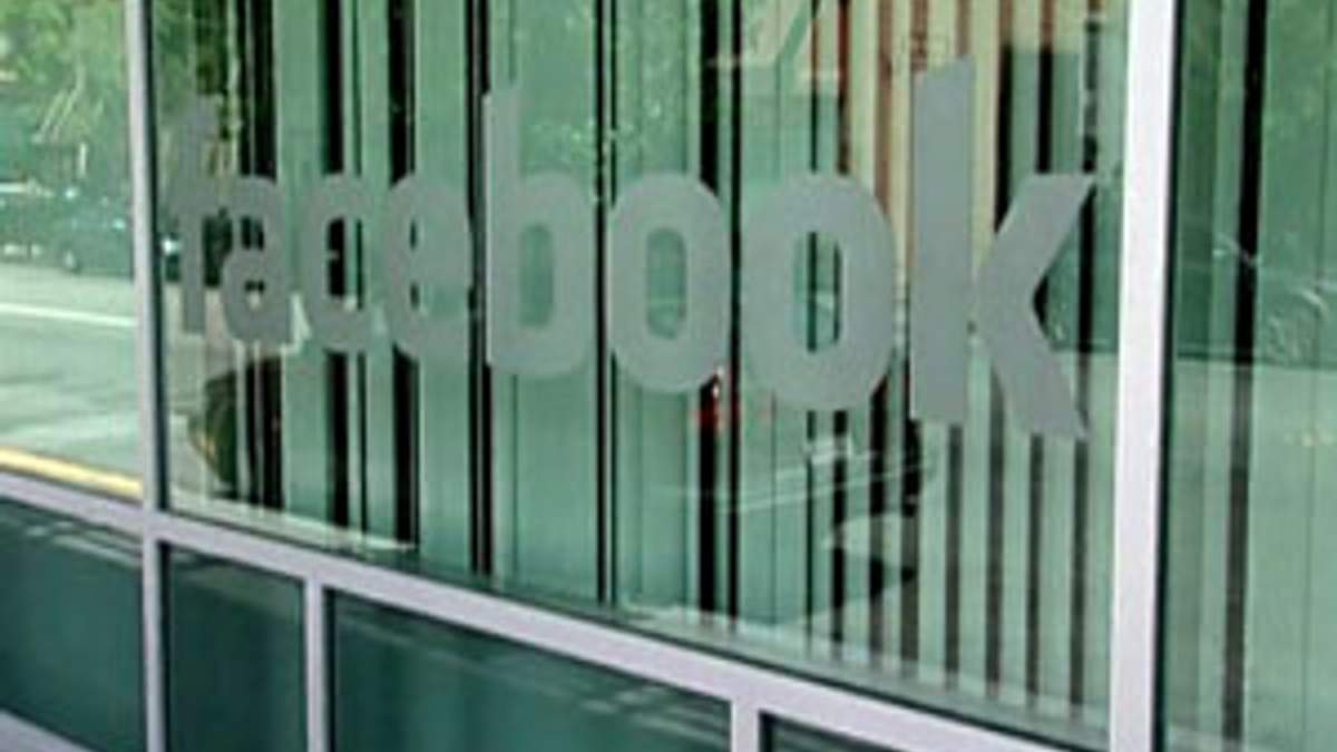 Facebook выйдет на IPO весной
