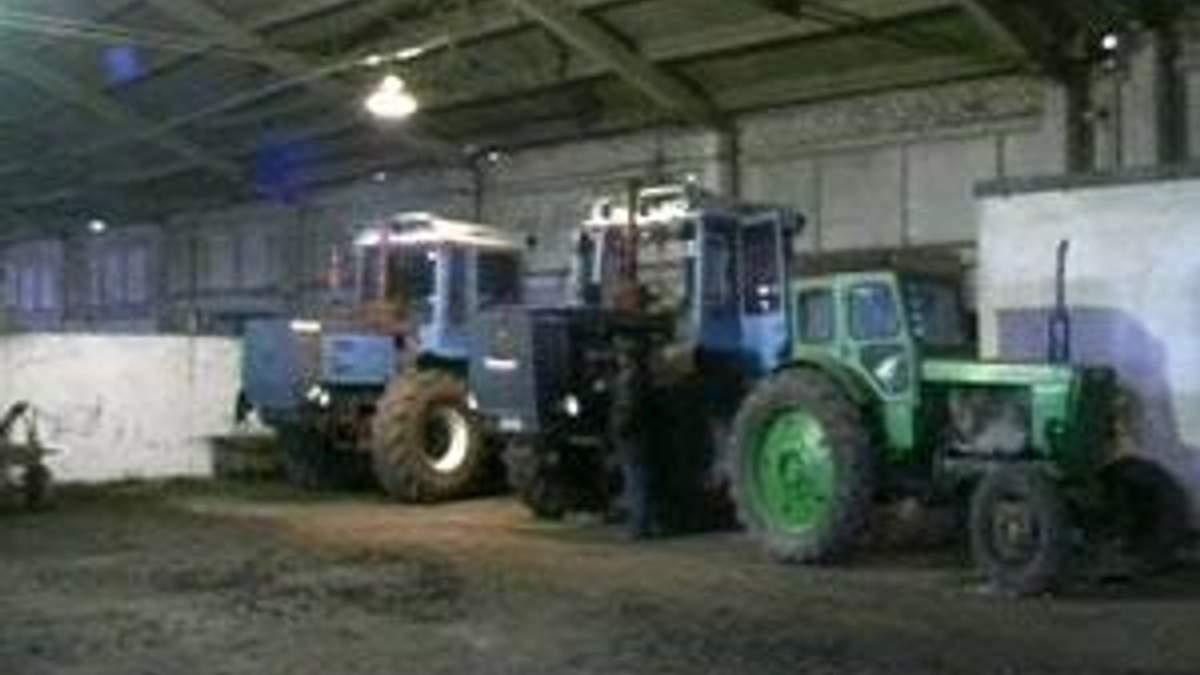 Азаров поручил удешевить топливо для весенне-полевых работ