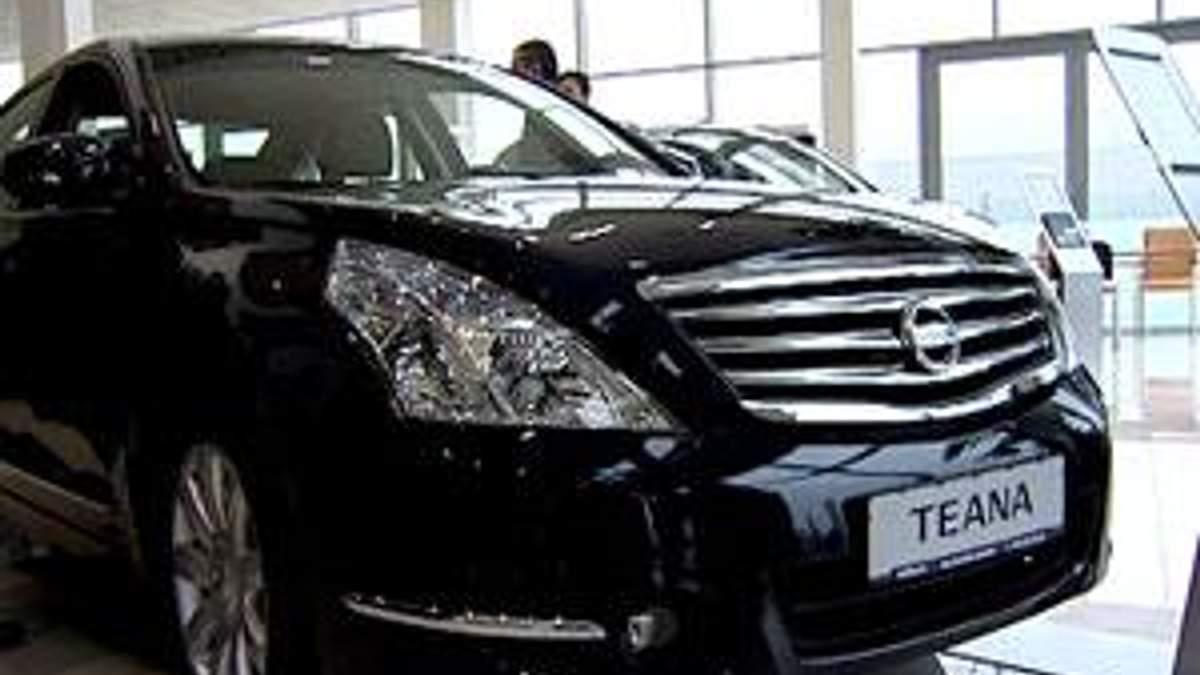 Автосалони не звітуватимуть податковій про покупців авто