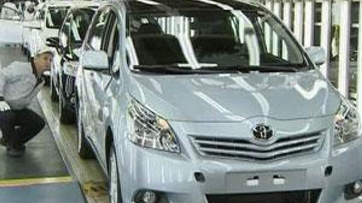 За 9 месяцев чистая прибыль Toyota Motor снизились на 57,5%