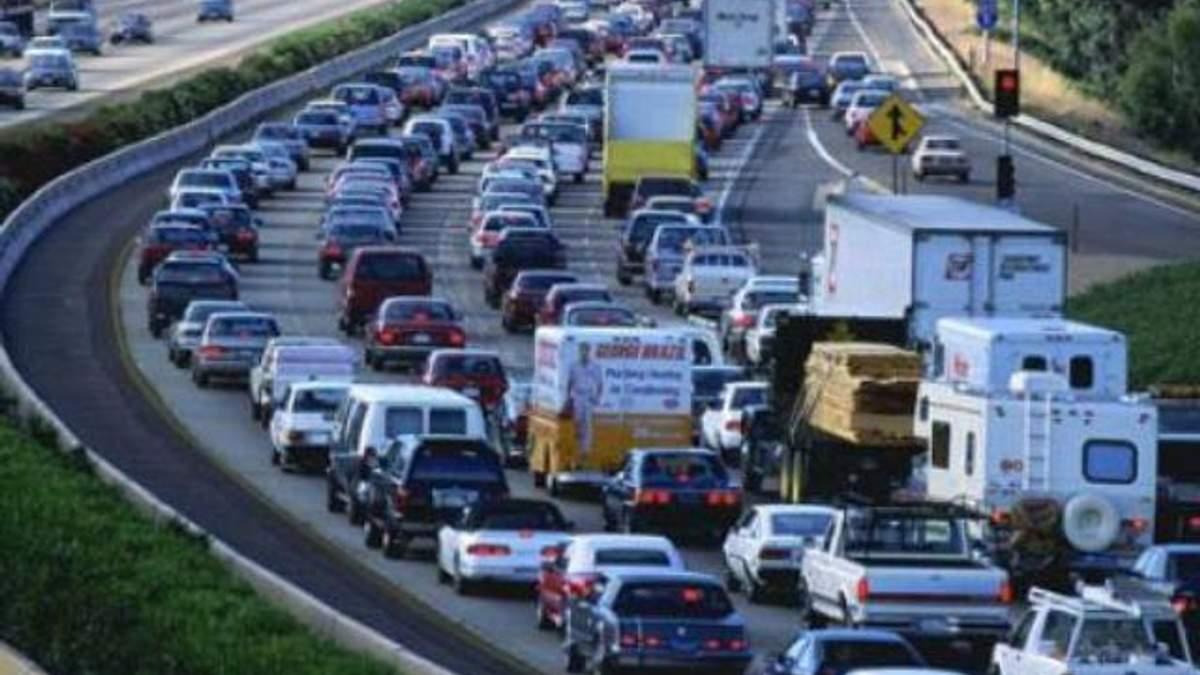 Россия теряет 7-9% ВВП ежегодно из-за автомобильных пробок