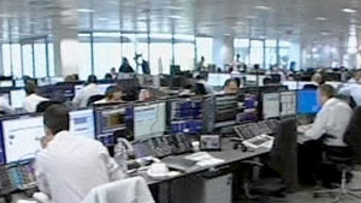 Британский банк Lloyds впервые в истории отбирает бонусы у руководителей