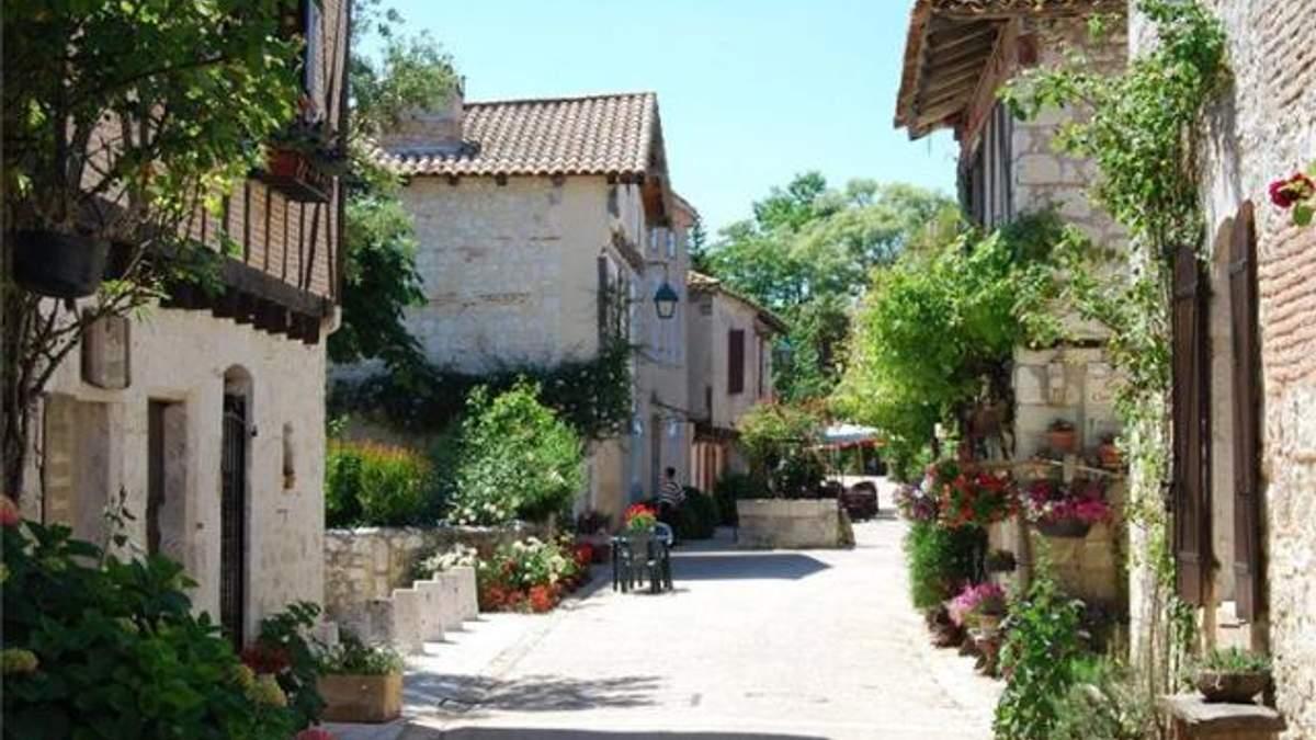 Во Франции продают село за 330 тысяч евро