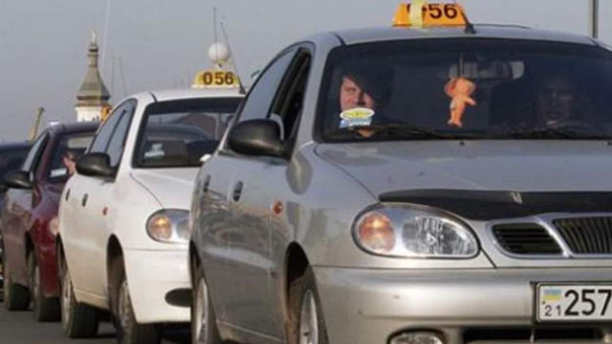 """95% киевских такси работают на """"теневой"""" рынок"""