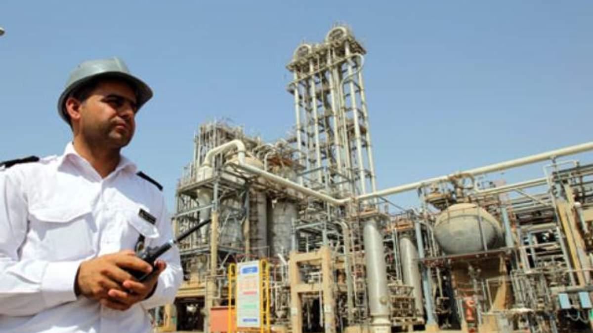 США вмовляють Індію відмовитися від іранської нафти