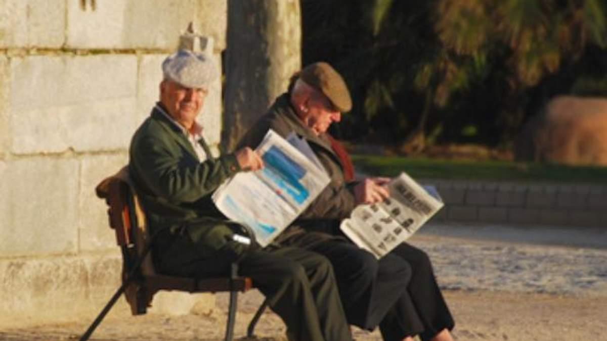 """Чеським пенсіонерам """"заморожують"""" виплати"""