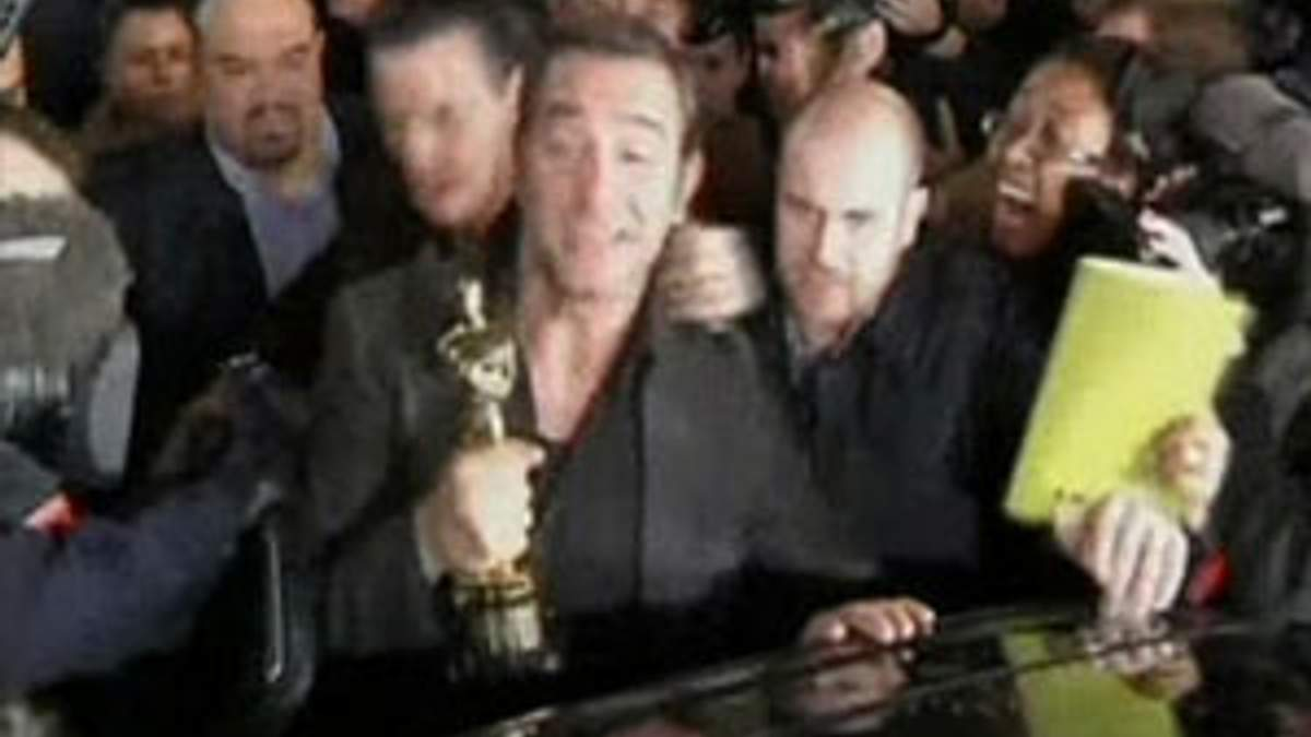 "Французький актор Жан Дюжарден привіз ""Оскар"" на батьківщину"