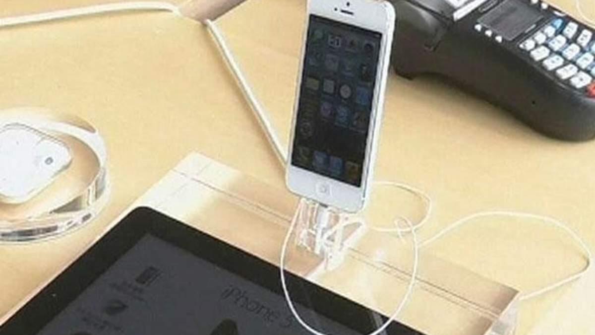 Samsung звинувачує Apple у використанні її патентів в iPhone 5