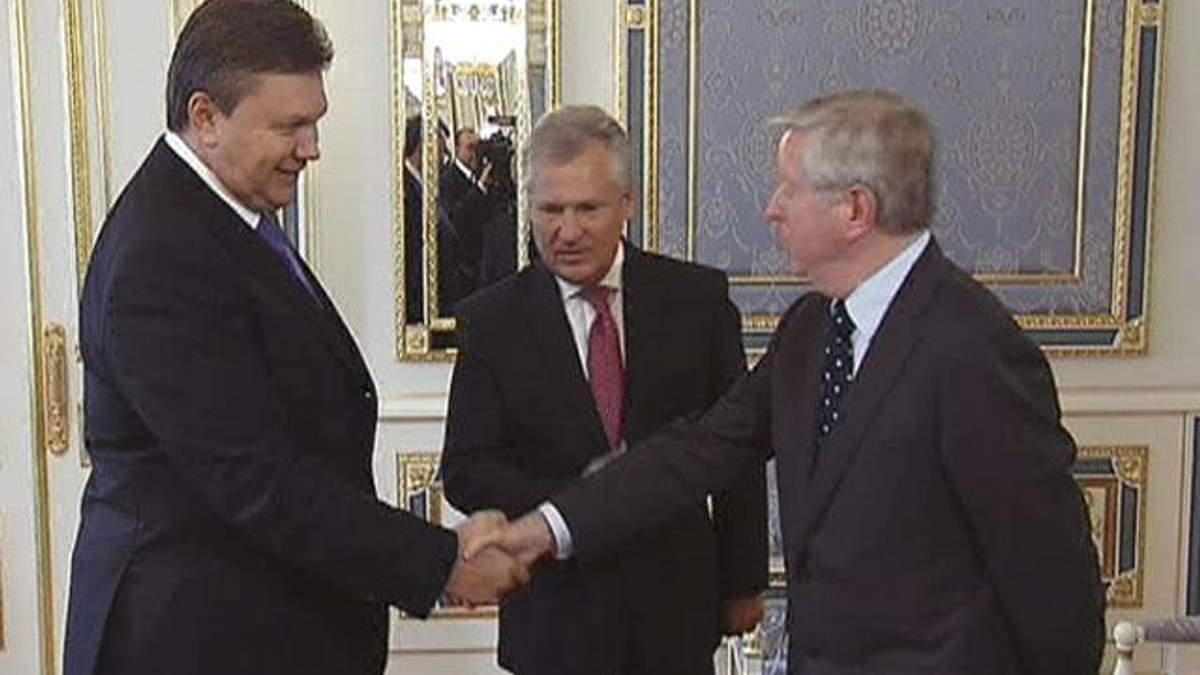 На час виборів Квасневський і Кокс призупинили роботу в Україні