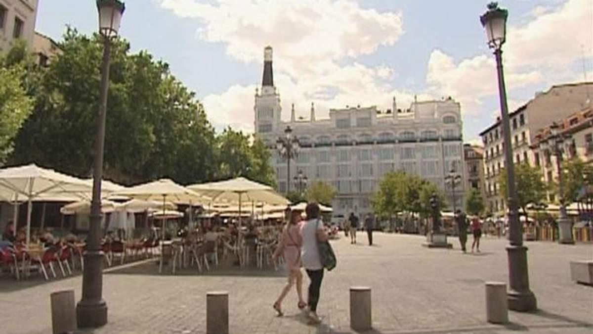 """Испания оказалась в шаге от """"мусорного"""" уровня"""