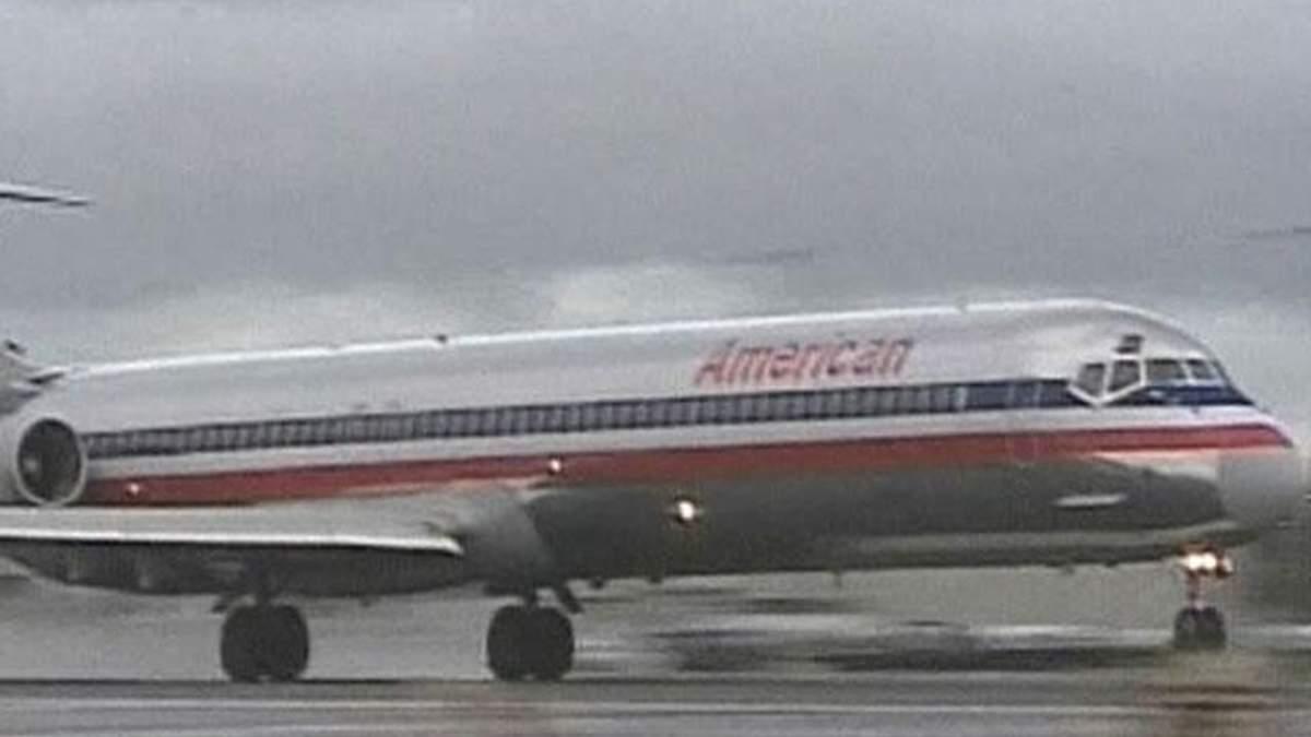 Убытки владельца American Airlines увеличились в 1,5 раза