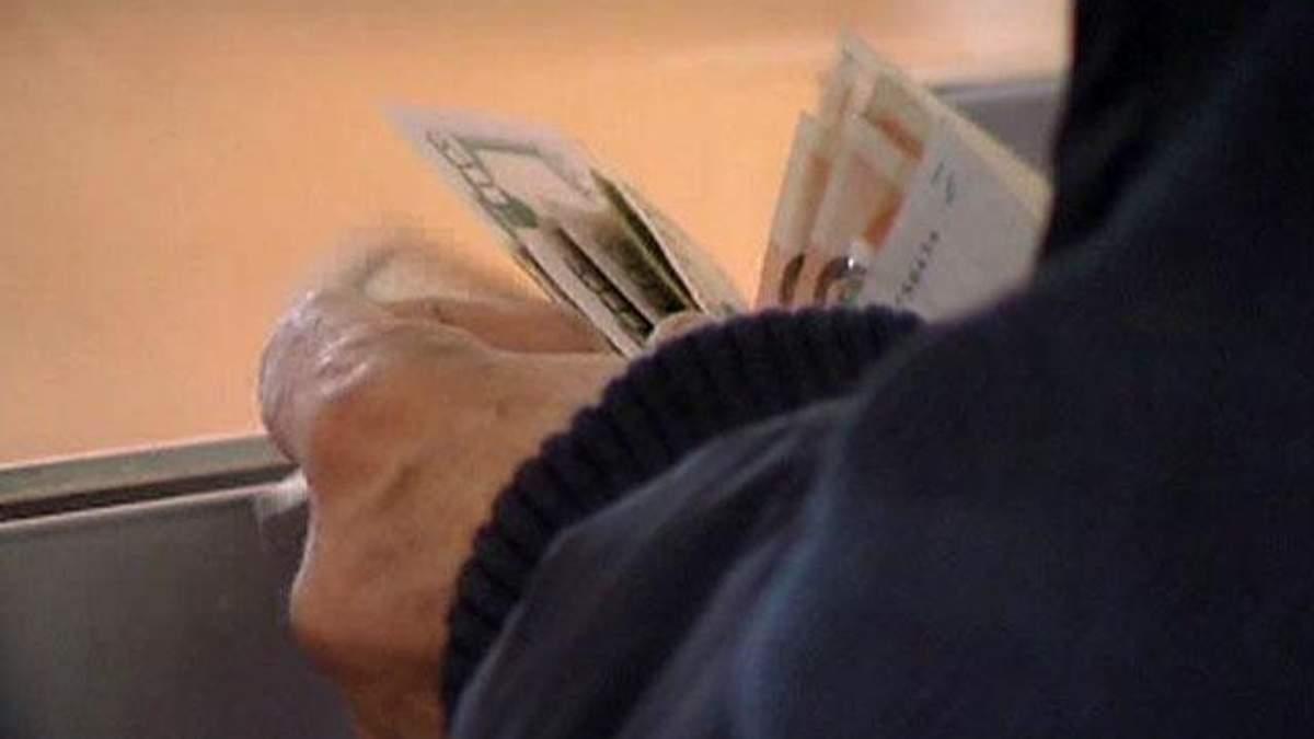 Торік українці купили на чверть менше валюти, ніж у 2011 році