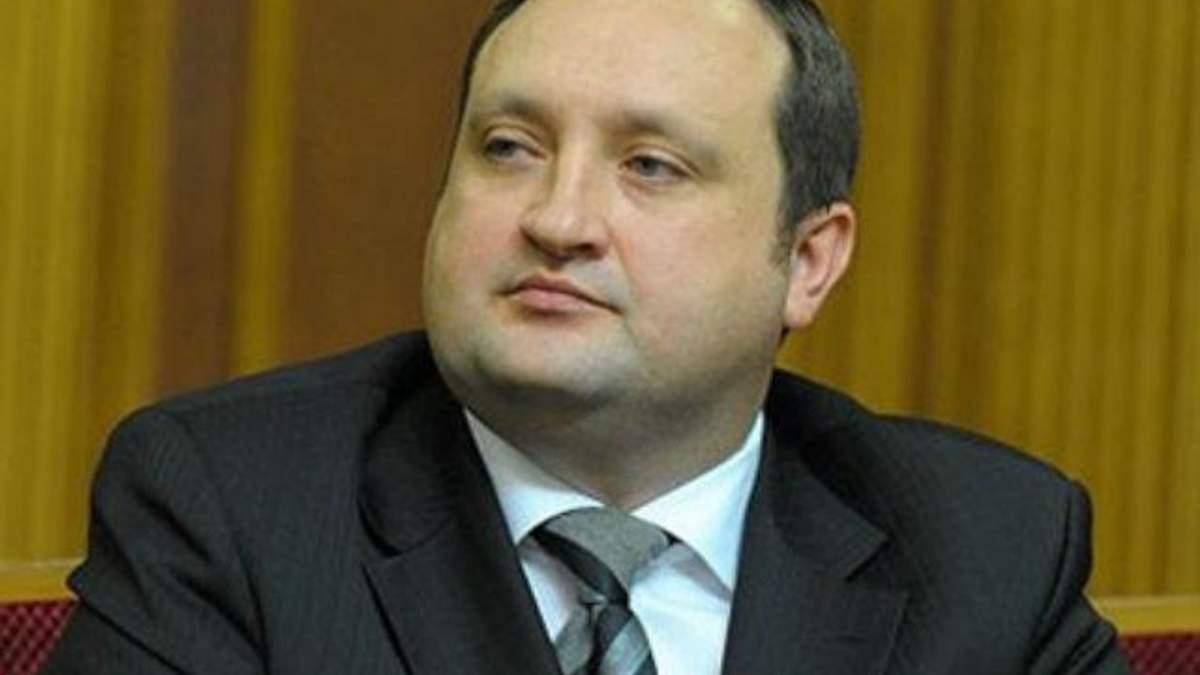 Арбузов обіцяє детальніше вивчити ситуацію навколо LNG-терміналу