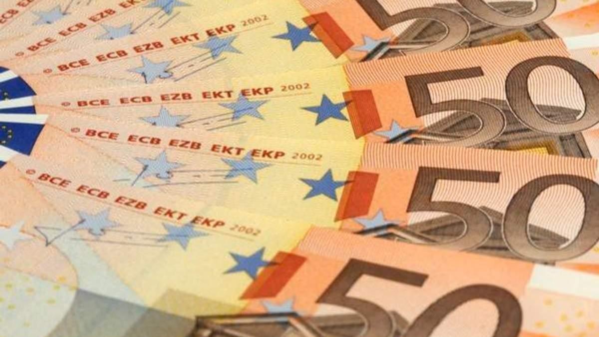 На міжбанку подорожчали долар і євро
