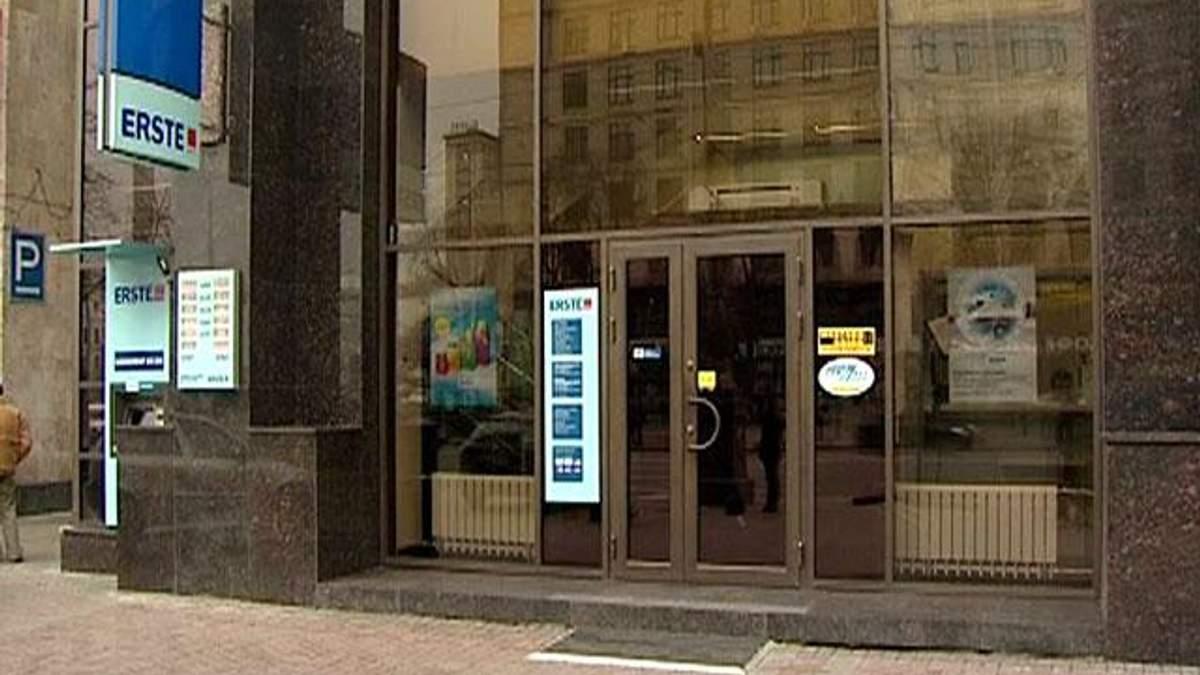 Українські банки масово закривають відділення