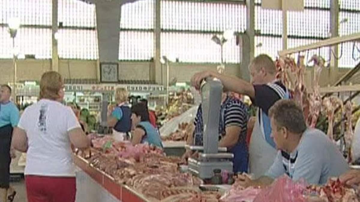 Влада не зможе прибрати м'ясо й молоко зі стихійних прилавків, - експерти
