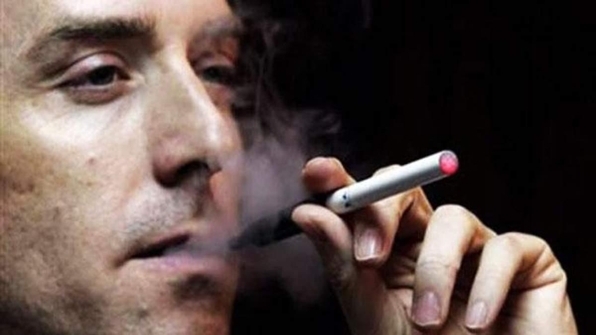 Бывший глава Facebook инвестировал в производство электронных сигарет