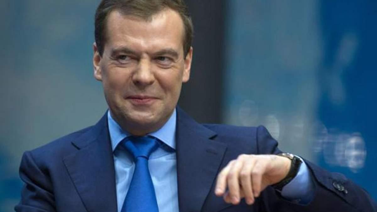 Пора припиняти няньчитися з Україною, — Медведєв