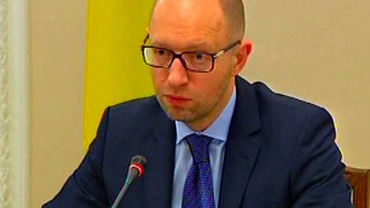 У кожному міністерстві буде фахівець з ЄС, який допомагатиме країні євроінтегруватись, — Яценюк