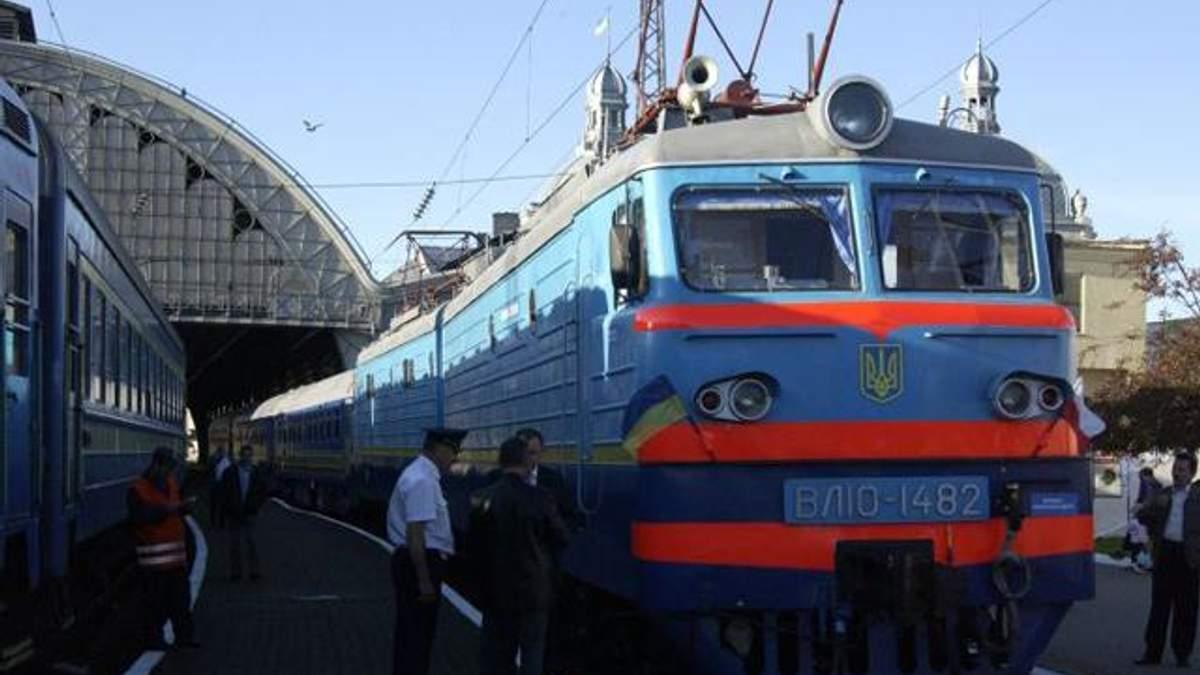 """""""Укрзалізниця"""" скоротить кількість поїздів у Крим та Росію"""