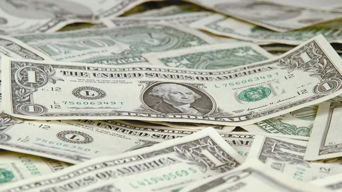 В банках Украины увеличилось количество долларов