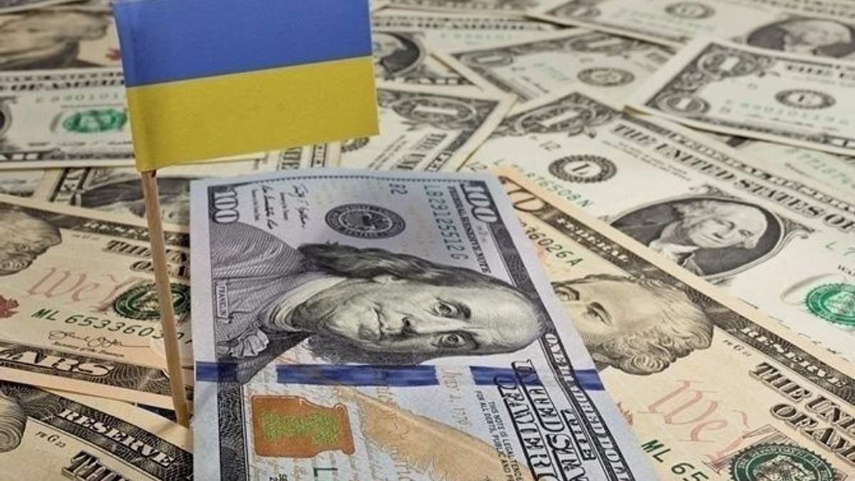 """МВФ дає Україні гроші тільки на те, аби вона """"утрималася на плаву"""", – економіст"""