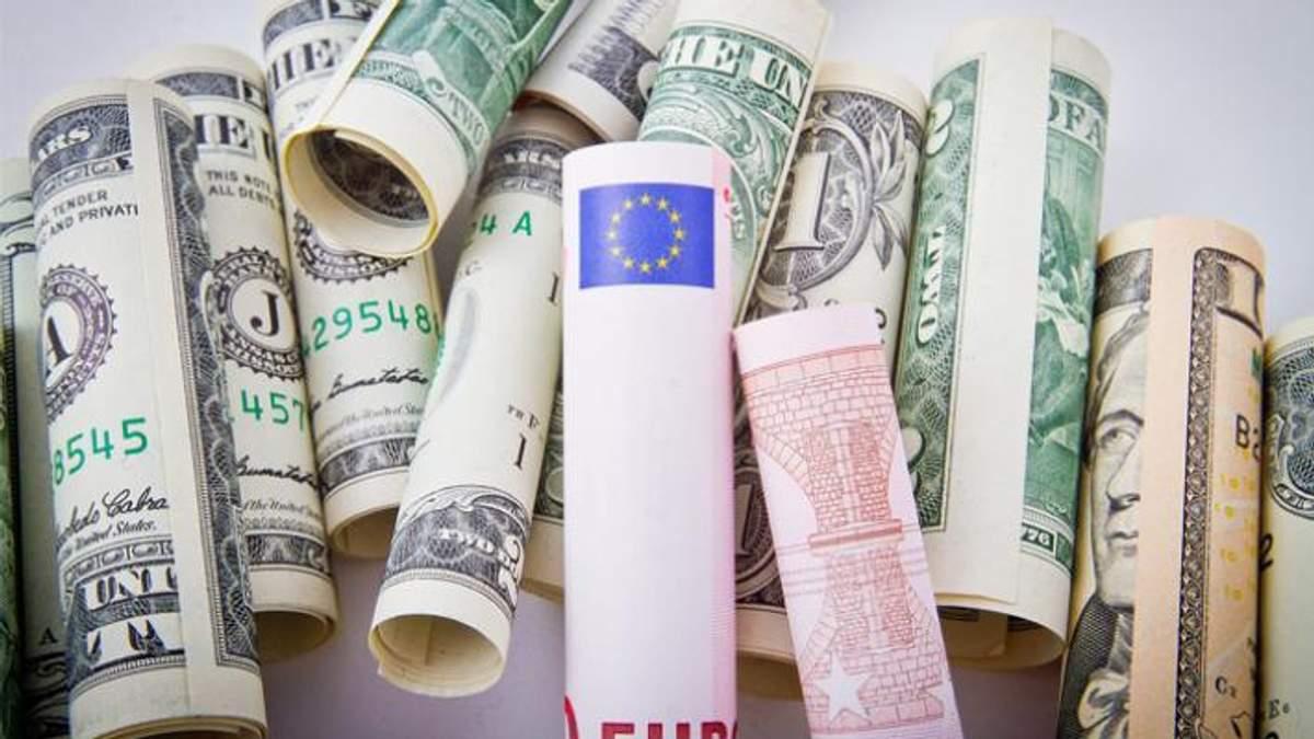 Курс валют на 21 вересня: долар і євро синхронно дорожчають