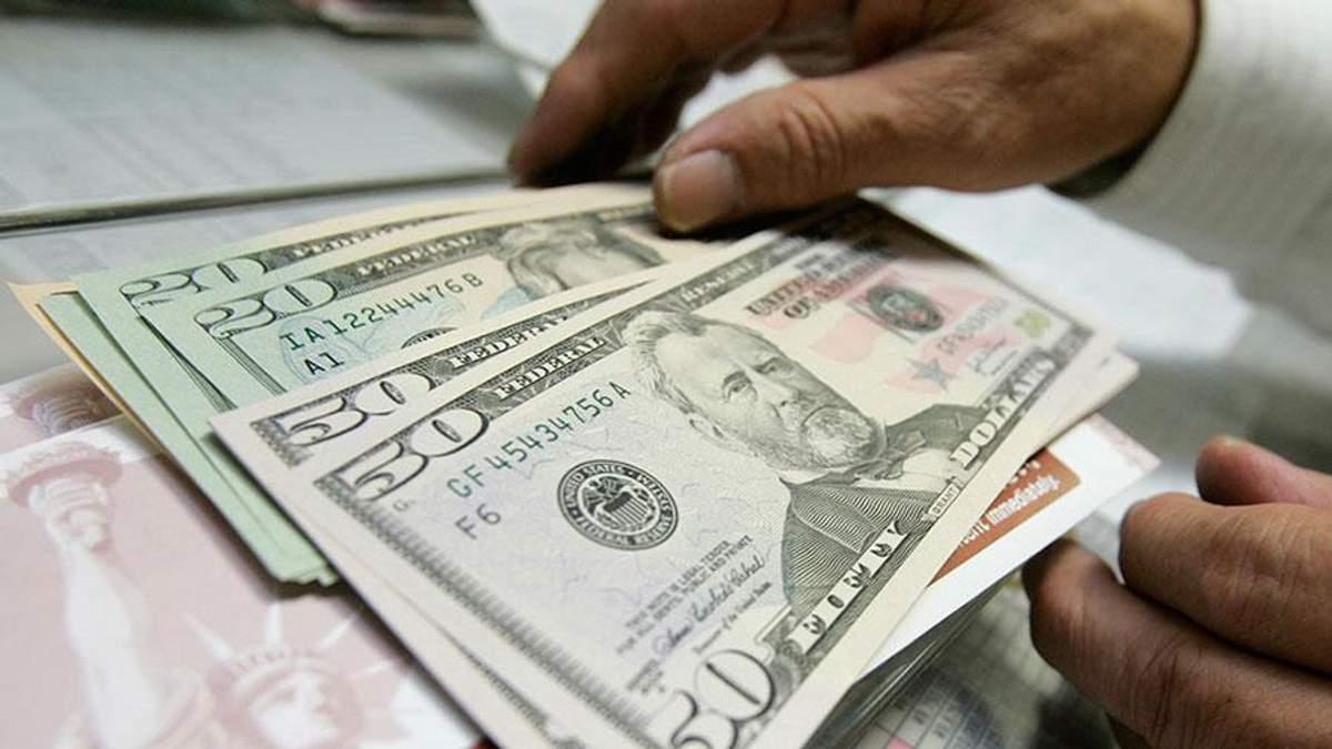 Готівковий курс валют 5 січня: гривня відчутно подешевшала напередодні Різдва
