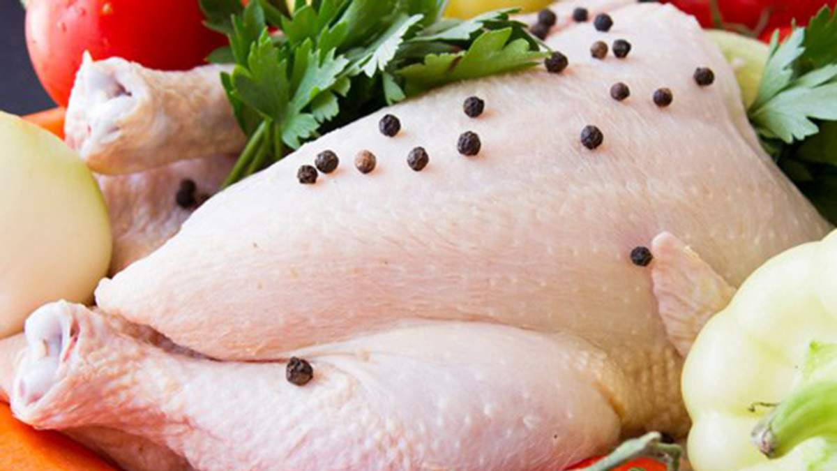Виробники курятини реалізують м'ясо українцям дорожче, ніж у Європу, незважаючи на держдотації