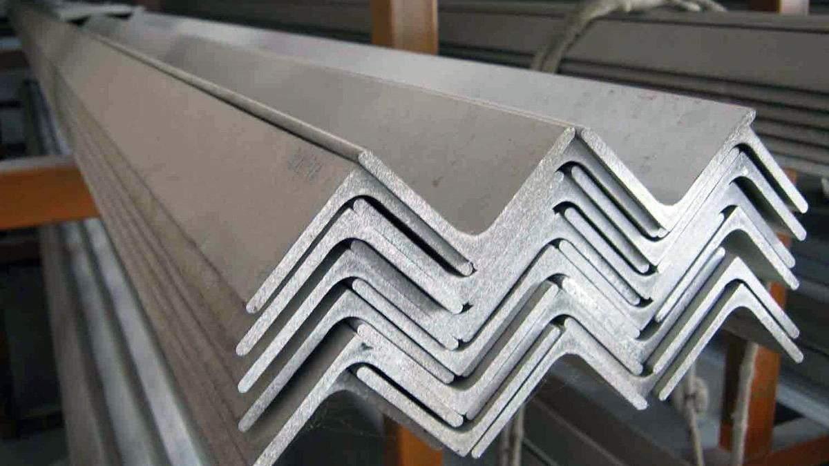 Україна виробляє дедалі менше сталі, металурги закликають владу звернути увагу на галузь