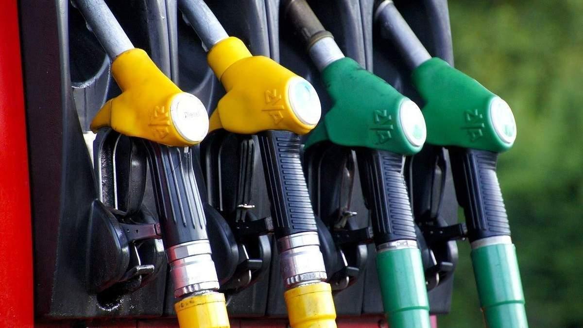 До Кабміну передали вимоги активістів запобігти підвищенню цін на паливо