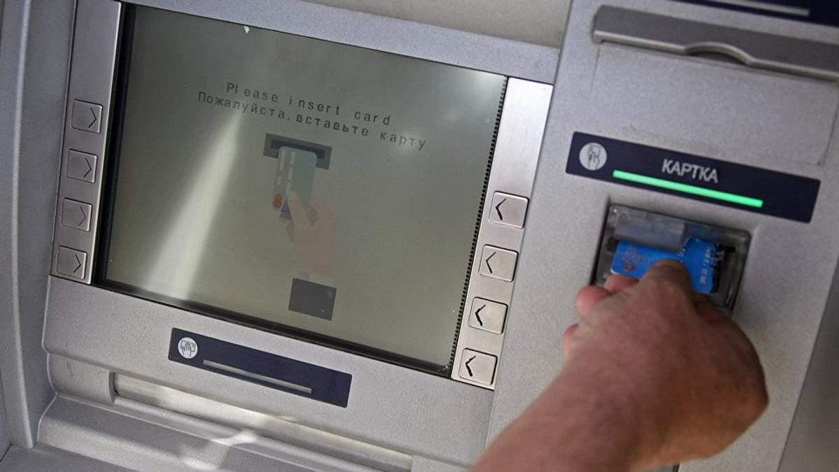 В оккупированном Донецке снова появились наличные в банкоматах