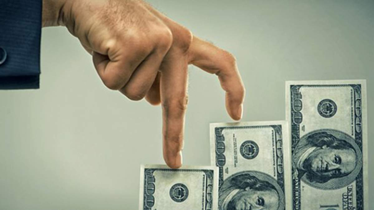 Курс доллара в Украине вырастет: известно когда и на сколько