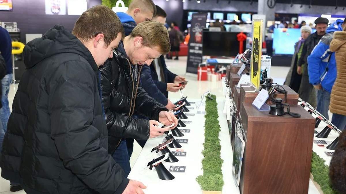 """У """"Приваті"""" підрахували, скільки українці витрачають на купівлю ґаджетів у розтермінування"""