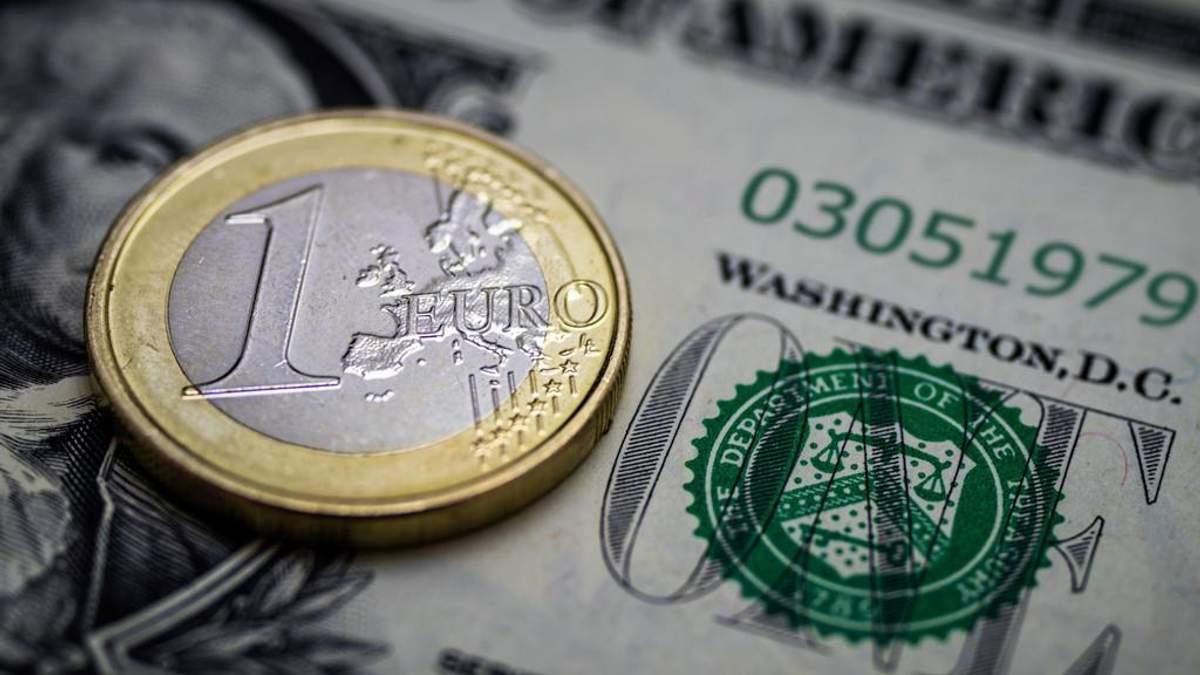 Курс валют на 3 грудня: попри воєнний стан, долар і євро здають позиції