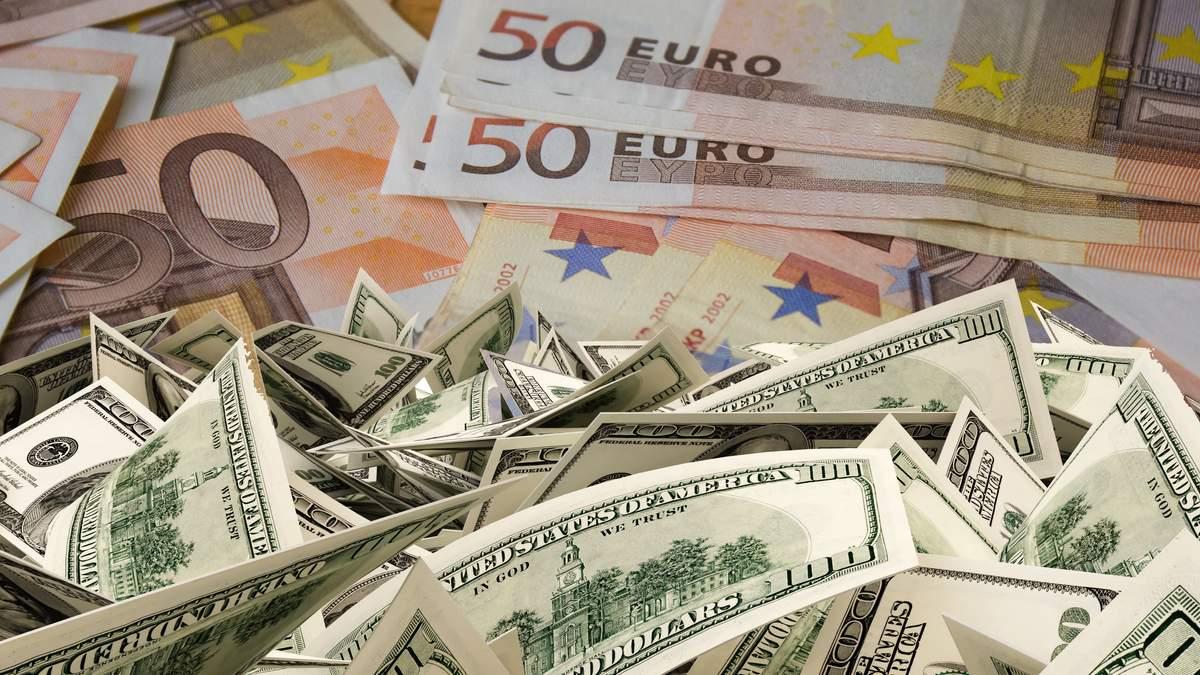 Мільйони доларів і євро: як українці купували валюту онлайн у перший день