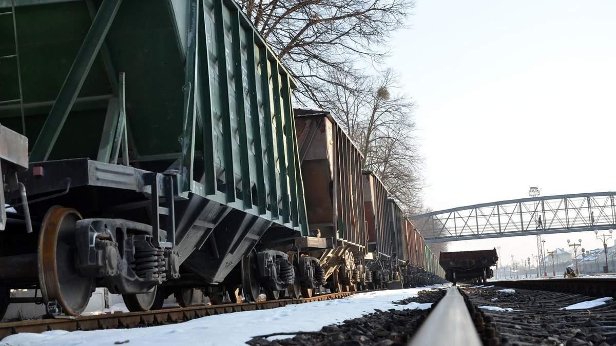 """Через """"Укрзалізницю"""" Україна може чекати падіння курсу гривні"""