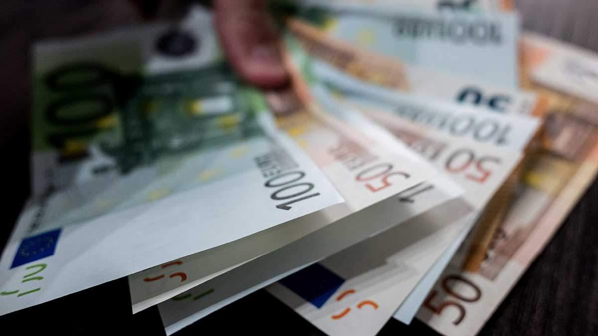 Курс валют на 5 марта: доллар и евро синхронно упали