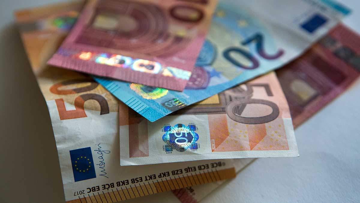 Курс валют на 1 квітня: долар почав дешевшати, євро – без змін