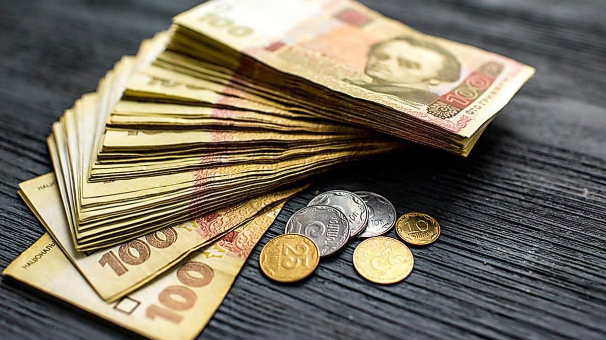 Середня зарплата в Україні у лютому становила 9 тисяч 429 гривень