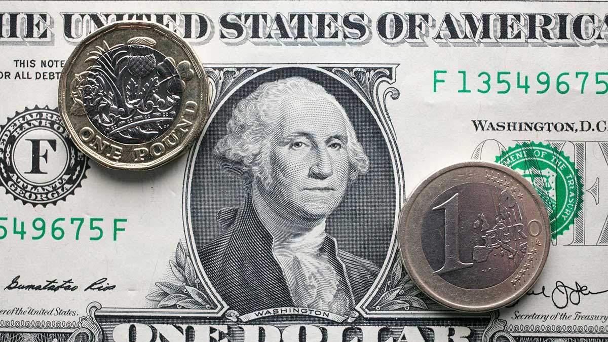 Готівковий курс валют 22 квітня: гривня додала у ціні 10 копійок