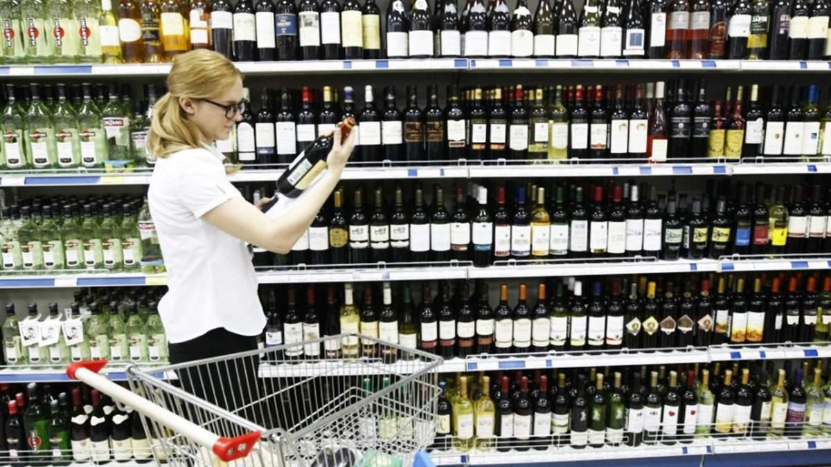 Ціни на алкоголь та сигарети знову зростуть: коли і на скільки
