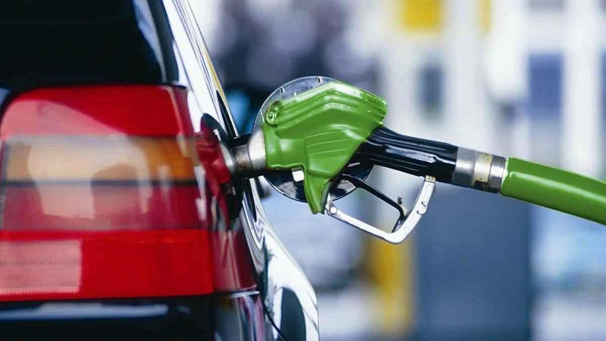 После обращения представителя президента в Кабмине некоторые АЗС снизили цены на топливо