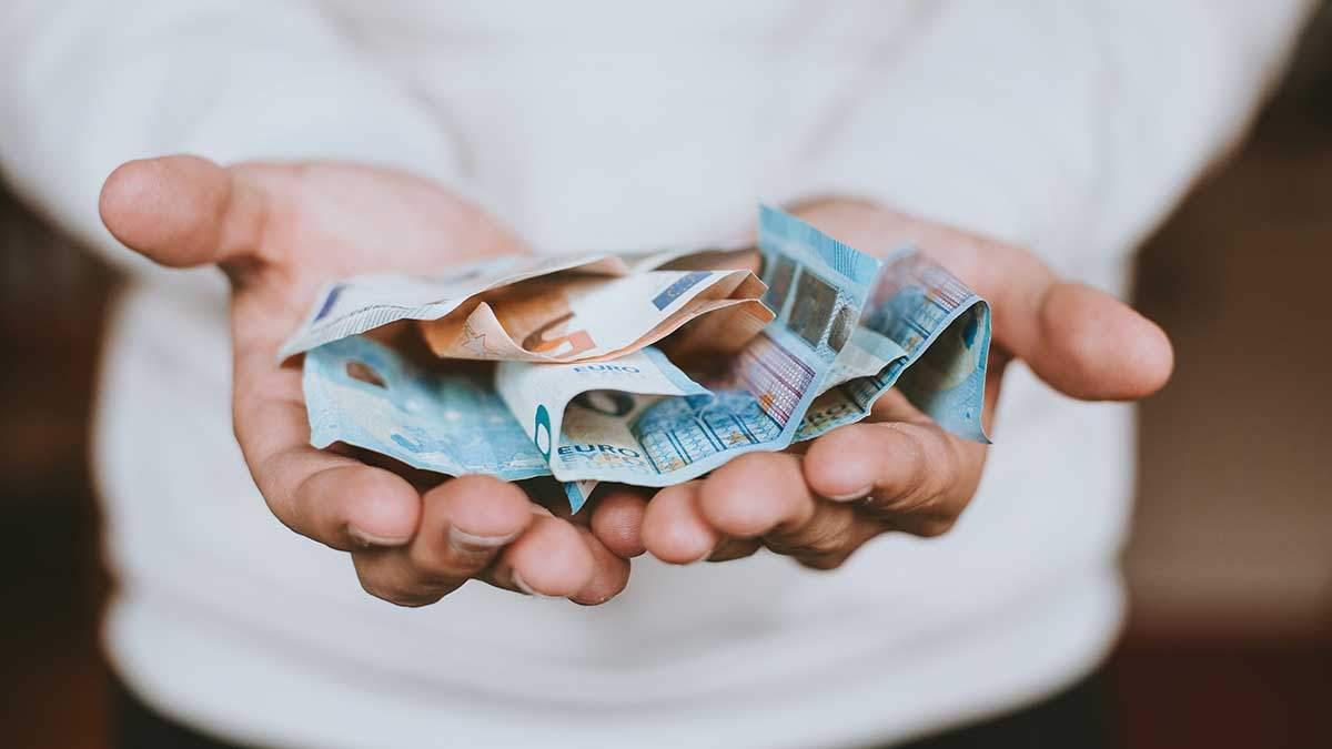 Готівковий курс валют 24 липня: гривня продовжує суттєво дорожчати
