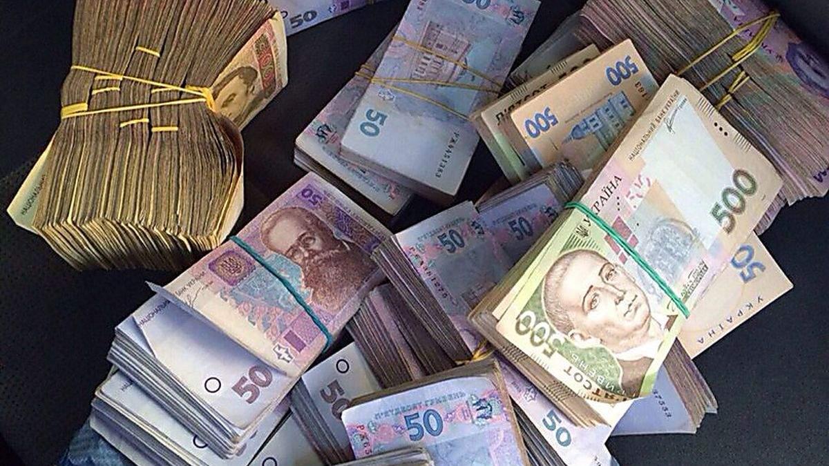 Наскільки за рік зросла середня зарплата в Україні