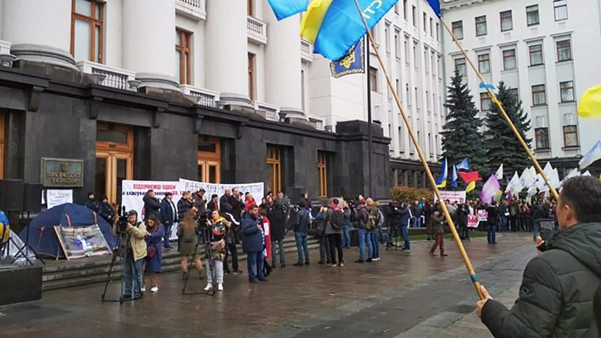 Малі підприємці влаштували протест біля Офісу Президента: чого вимагають