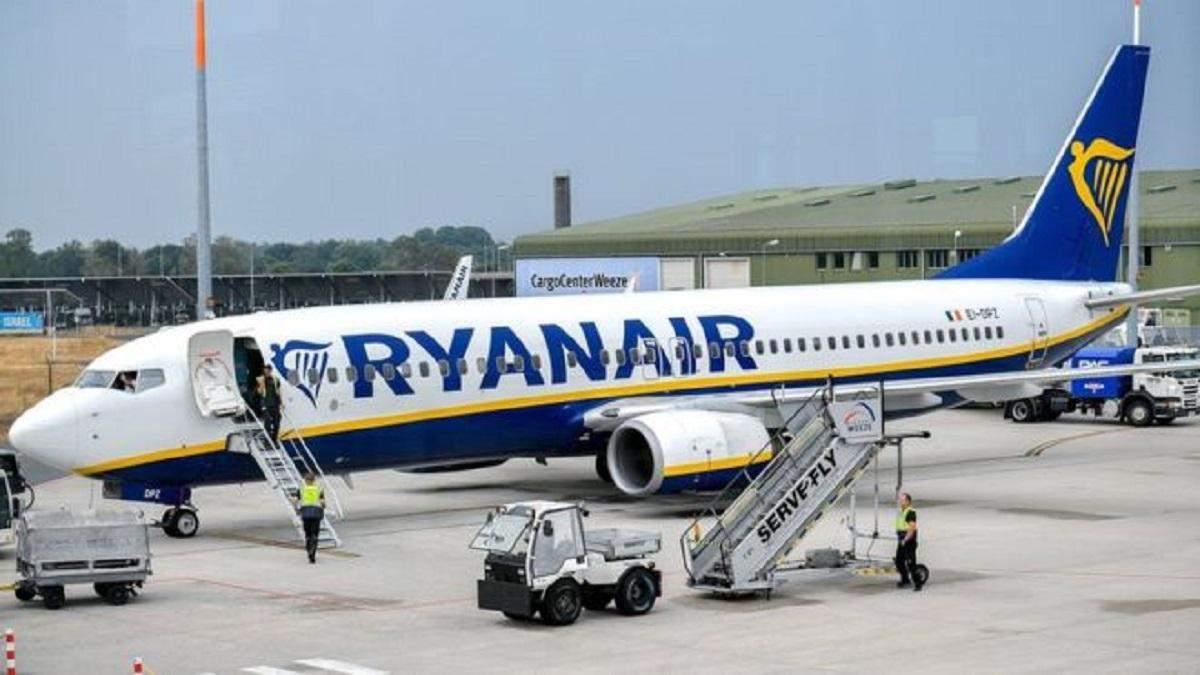 Щонайменше три літаки авіакомпанії Ryanair не літають через тріщини в детялях