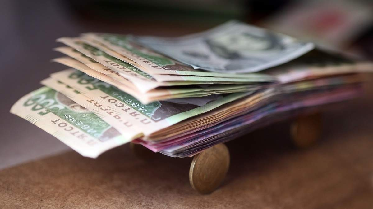 Средняя зарплата в Украине в октябре 2019 года возросла до 10 тысяч 727 гривен